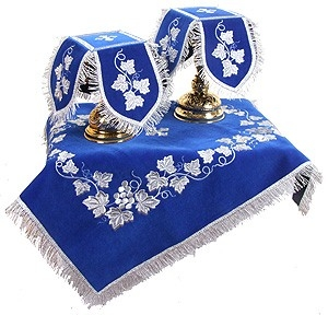 Northern Vine embroidered chalice set