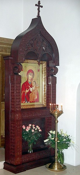 Church kiots: Bari carved icon case (kiot)